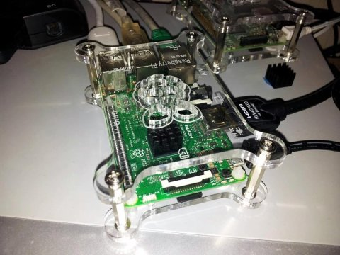 Raspberry Pi 3 within Camac Case, with  PiHut Heatsink